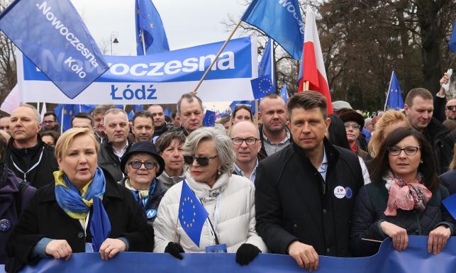 Warszawska manifestacja poparcia dla UE. Petru: Albo będziemy wśród jej liderów, albo z tej Europy wylecimy