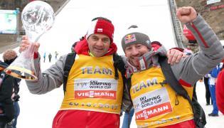 Trener polskiej drużyny skoczków Stefan Horngacher (L) i dyrektor koordynator ds. skoków narciarskich i kombinacji norweskiej w PZN Adam Małysz