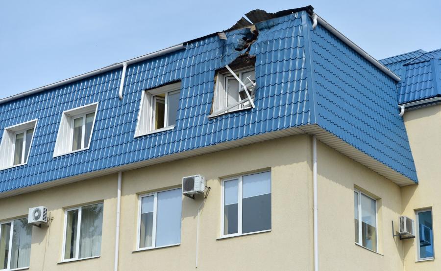 Ostrzelany dach konsulatu