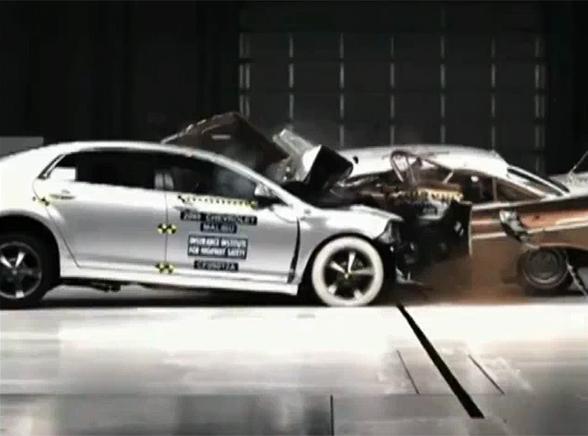 Stare samochody wiozą śmierć! Zobacz film