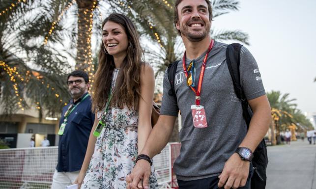 Fernando Alonso zabrał do Bahrajnu swoją piękną dziewczynę [FOTO]