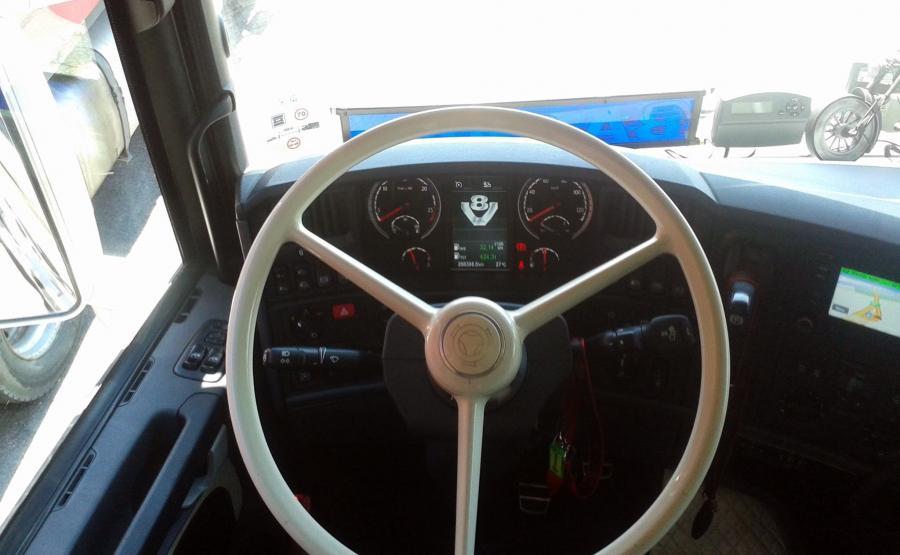 Klasyczna kierownica we współczesnej cieżarówce