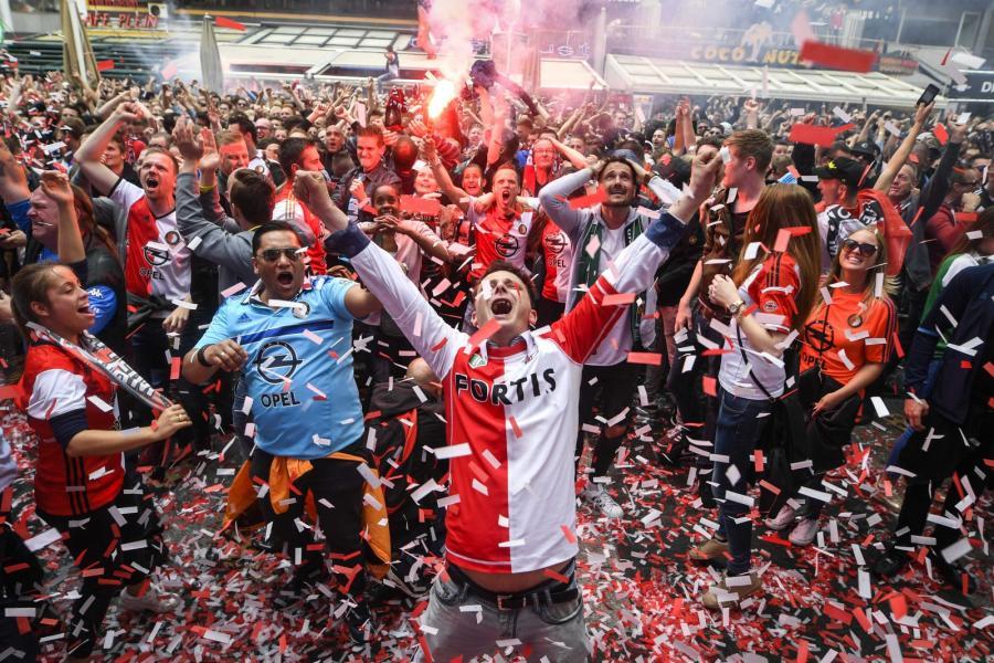 Kibice Feyenoordu cieszą się z wygrania ligi holenderskiej
