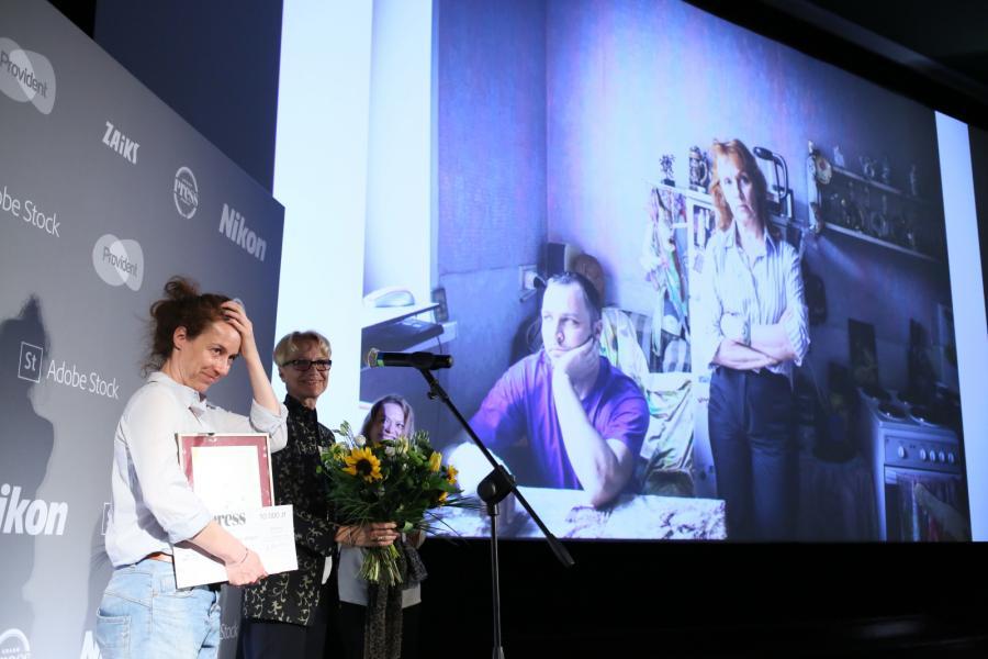 Anna Bedyńska odbiera nagrodę