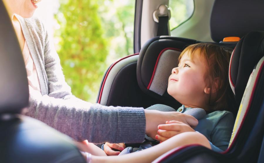 Dziecko w foteliku samochodowym