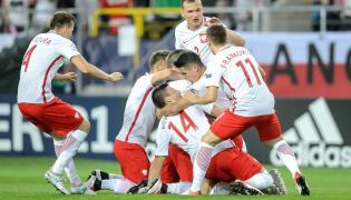 Polacy cieszą się z gola Łukasza Monety podczas meczu grupy A piłkarskich mistrzostw Europy U21 ze Szwecją