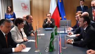 Prezydent Francji Emmanuel Macron podczas spotkania z szefami rządów państw Grupy Wyszehradzkiej