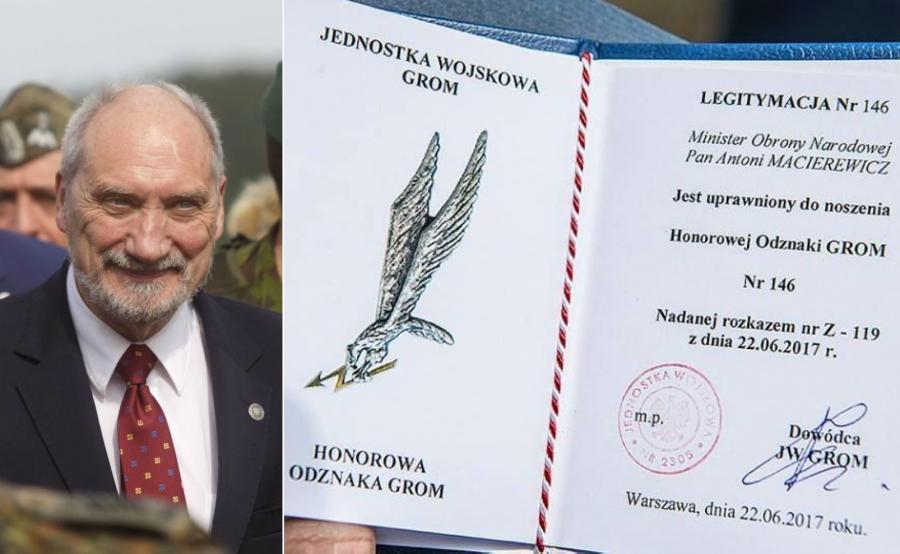 Antoni Macierewicz i jego honorowa odznaka GROM