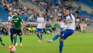 Piłkarz Lecha Poznań Nicki Bille Nielsen strzela bramkę z rzutu karnego podczas meczu pierwszej rundy kwalifikacji Ligi Europy z FK Pelister Bitola