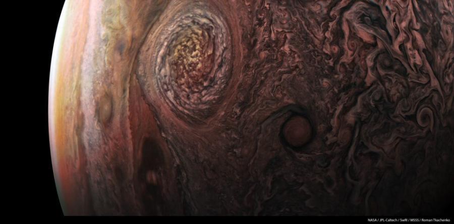 Jowisz z wysokości 11,5 tys. km / Fot.  NASA / JPL-Caltech / SwRI / MSSS / Roman Tkachenko