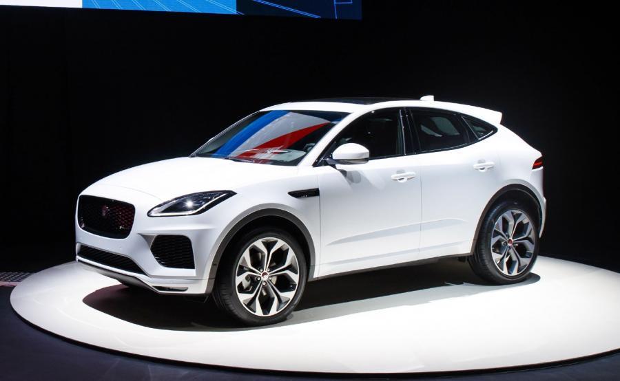 Napęd 4x4 zastosowany w  E-PACE został pomyślany tak, by kierowca miał wrażenie jazdy tylnonapędowym Jaguarem