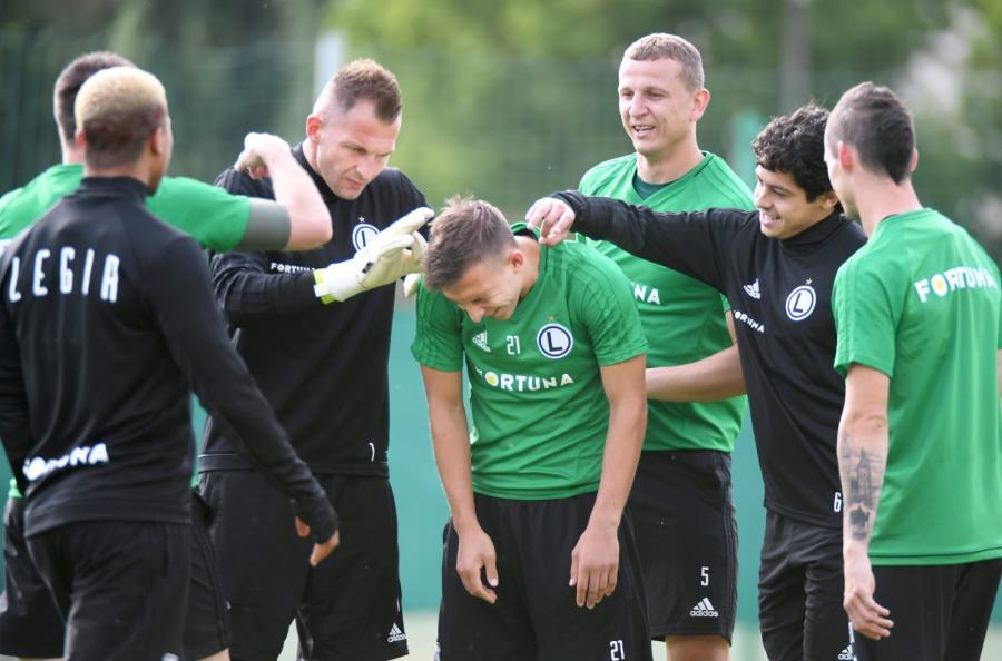 Zawodnicy Legii Warszawa Arkadiusz Malarz (3L), Dominik Nagy(C), Maciej Dąbrowski (3P), i Guilherme (2P)
