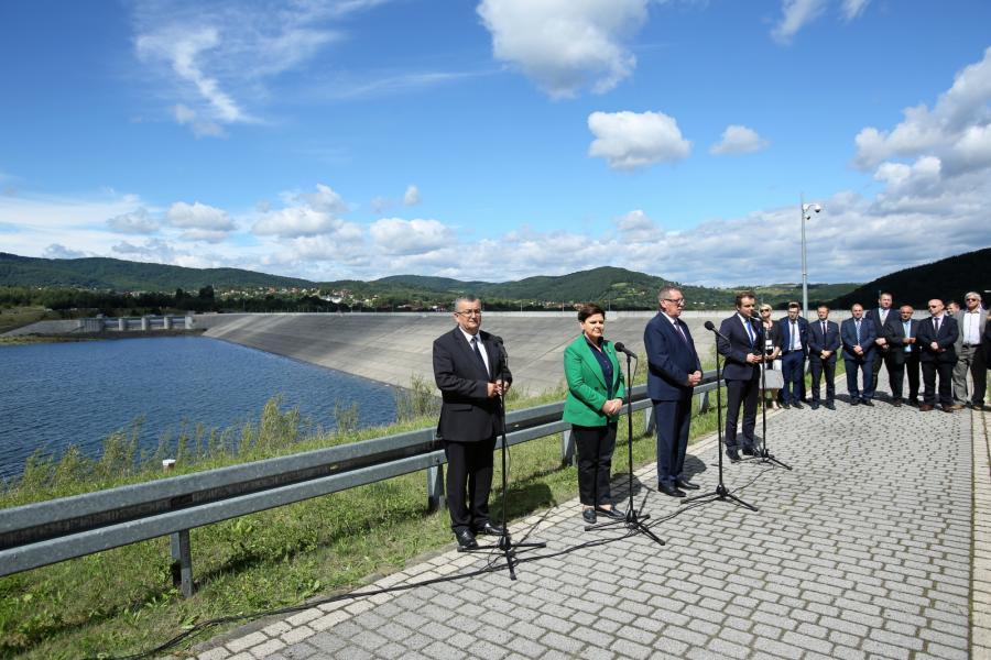 Premier Szydło na otwarciu zbiornika w Świnnej-Porębie