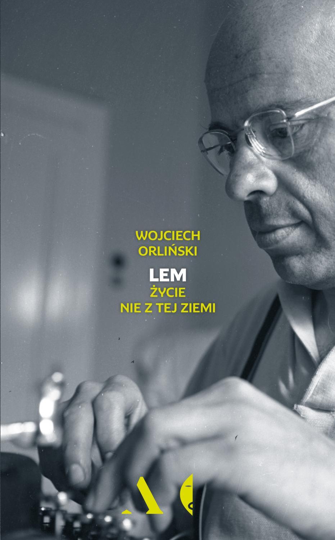 """Książka """"Lem. Życie nie z tej ziemi"""" Wojciecha Orlińskiego ukazuje się nakładem wydawnictwa Czarne."""