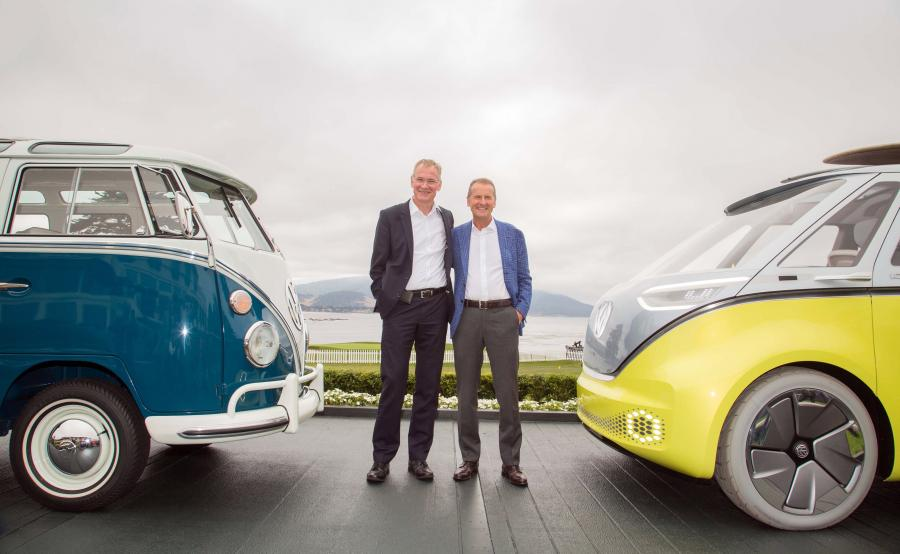 Eckhard Scholz, prezes marki Volkswagen Samochody Użytkowe i Herbert Diess, prezes zarządu marki Volkswagen
