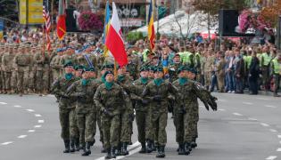 Przemarsz pododdziału wydzielonego z 21. Brygady Strzelców Podhalańskich podczas oficjalnych obchodów 26-lecia niepodległości Ukrainy w Kijowie