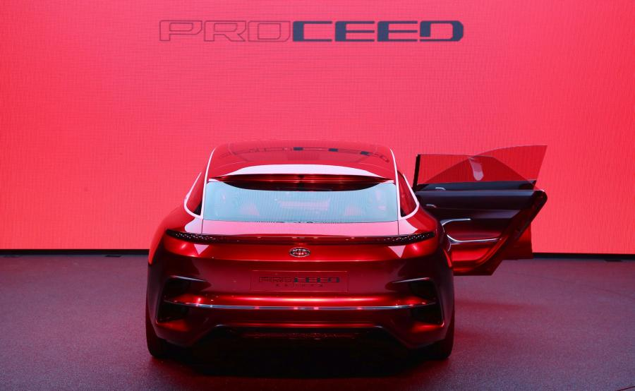 Kia Proceed Concept - szyby w drzwiach są pozbawione ramek niczym w rasowych sportowych autach