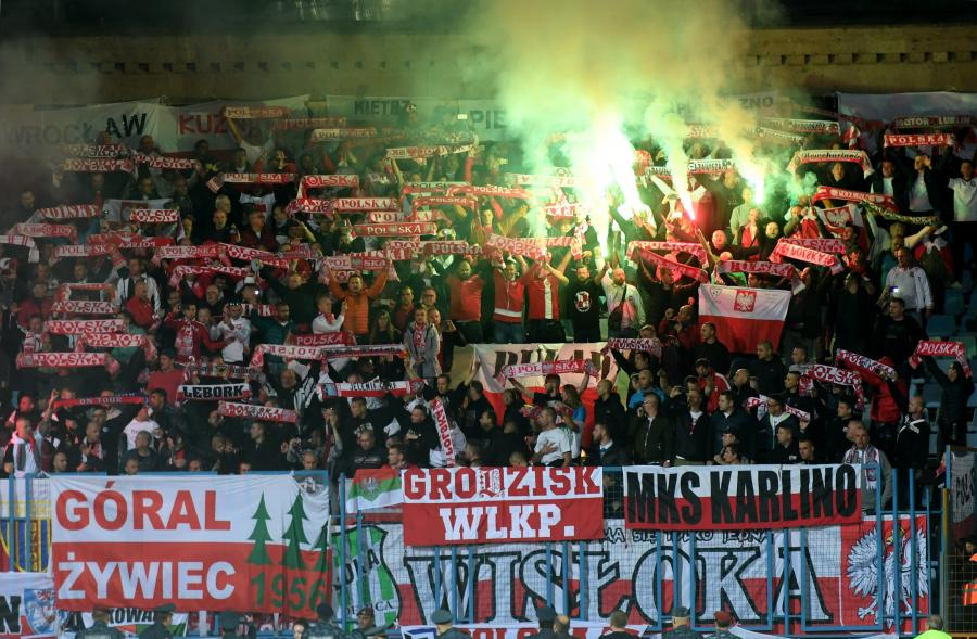 Polscy kibice podczas meczu grupy E eliminacji piłkarskich mistrzostw świata z Armenią
