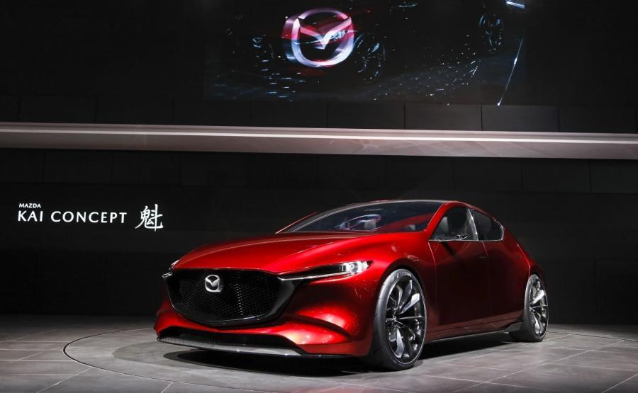 """Mazda KAI Concept. Nowa jednostka Skyactive-X (2 litry pojemności, 4 cylindry, bezpośredni wtrysk, kompresor i moc ok. 190 KM) ma zadebiutować na rynku w 2019 roku razem z nową """"trójką"""""""