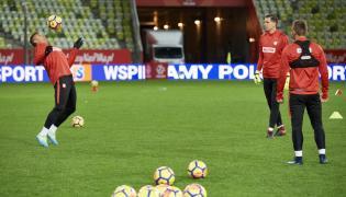 Piłkarz reprezentacji Polski Thiago Cionek (L) i bramkarz Wojciech Szczęsny (P) podczas treningu w Gdańsku