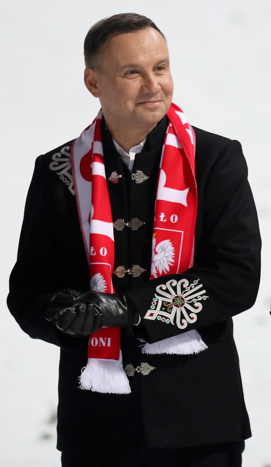 Andrzej Duda w Wiśle kibicował polskim skoczkom. Prezydent wyściskał Kamila Stocha