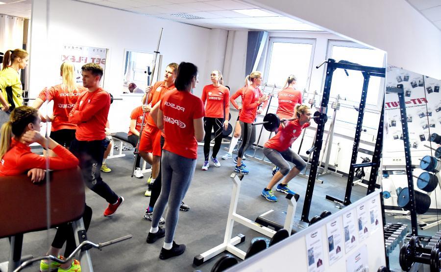 Reprezentacja Polski w piłce ręcznej kobiet podczas treningu na siłowni w Stuttgarcie