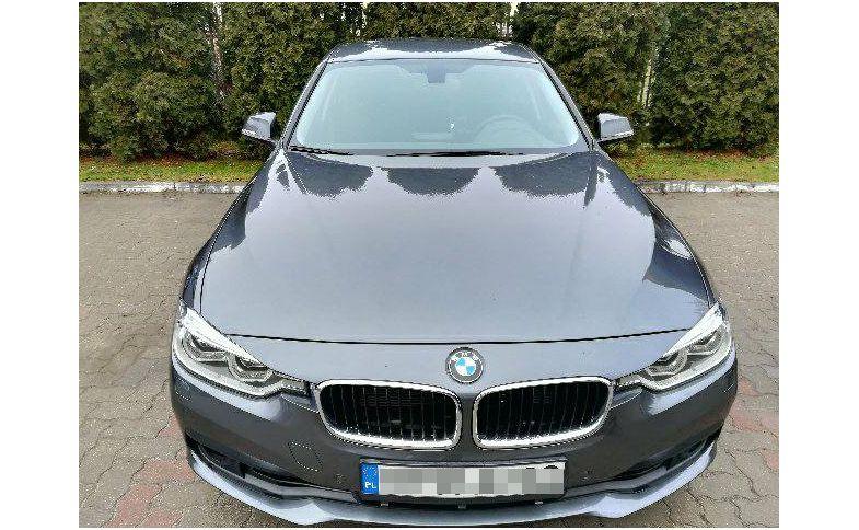 Pierwsza pula 40 aut już trafia do służby na polskich drogach. Różne kolory karoserii BMW mogą zmylić kierowców, którzy do tej pory przywykli do czarnych i srebrnych opli insignia