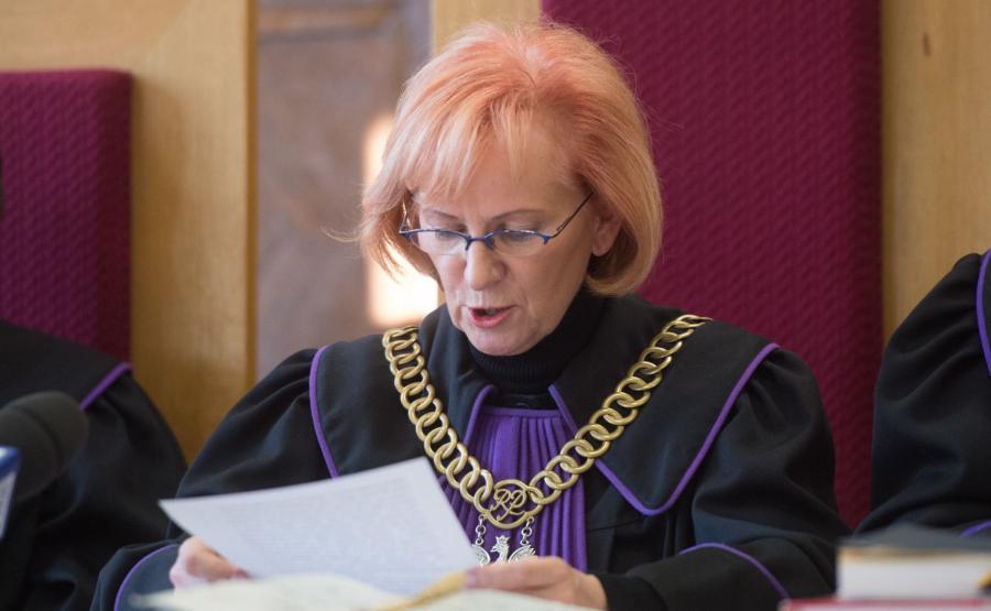 Sędzia Ewa Kabzińska odczytuje wyrok dożywocia