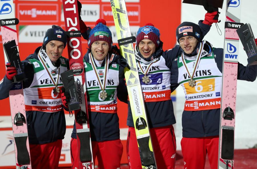 Piotr Żyła (L), Stefan Hula (2L), Kamil Stoch (2P) i Dawid Kubacki (P)