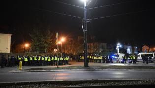 Policja przed izraelską ambasadą