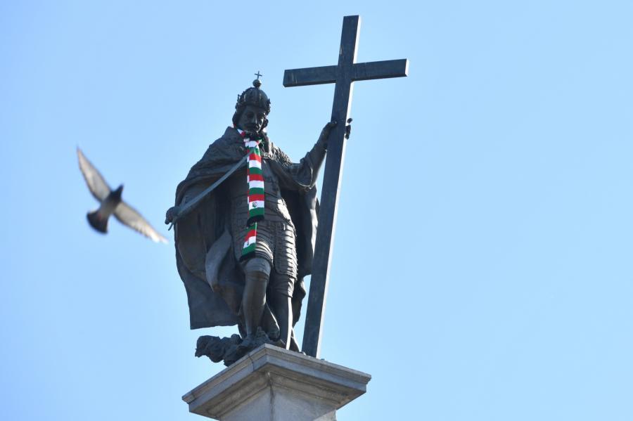 Szalik w barwach Legii na Kolumnie Zygmunta III Wazy w Warszawie