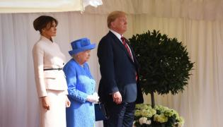 Melania i Donald Trumpowie oraz królowa Elżbieta