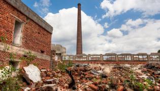 Ruiny fabryki
