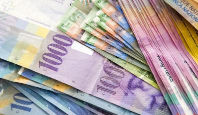 Obniżka stóp osłabia szwajcarską walutę