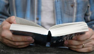Polacy coraz mniej czytają