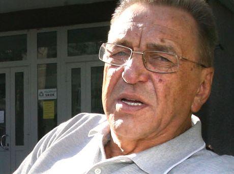 BIALYSTOK 27/09/2006SZPITAL SPSK W BIALYMSTOKUN/Z ANDRZEJ NIEMCZYKTRENER SIATKOWKIPRZED BUDYNKIEM SZPITALAFOT: JAN MALEC