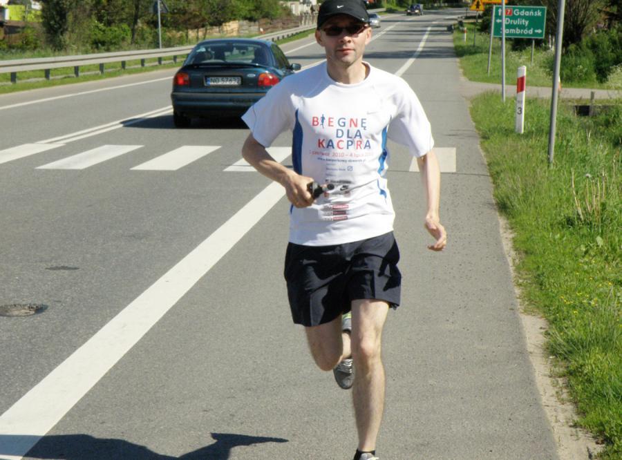 Ojciec z wielkim sercem biegnie dla Kacpra