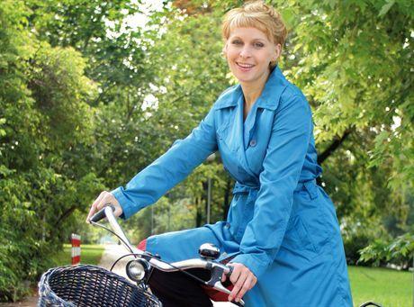 warszawa 10 08 2006Paulina Holtz na rowerze , rewer , dziewczynafot Rafal Meszka
