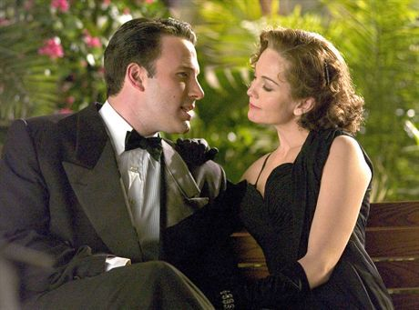 Ben Affleck (left) and Diane Lane (right) star in Allen Coulter\'s HOLLYWOODLAND, a Focus Features release.   *** Local Caption *** HOLLYWOODLAND