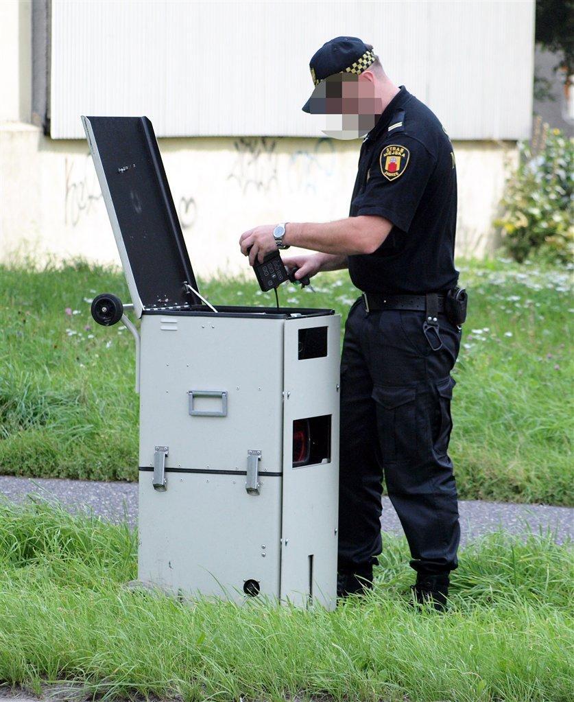 Minister Grabarczyk rozbroił straż miejską z fotoradarów