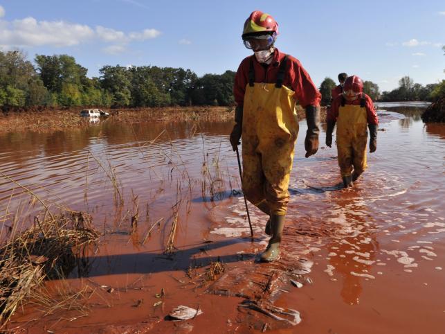Czerwony szlam zalewa Węgry