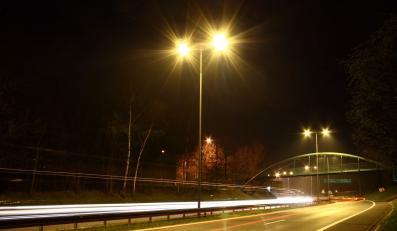 Ciemno na drogach. Nikt nie chce płacić za prąd