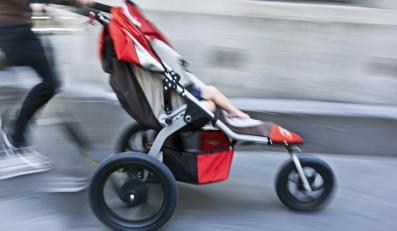 """""""Wózkowe marsze"""" wyrażają sprzeciw wobec rosnącyh koszów utrzymania potomstwa."""