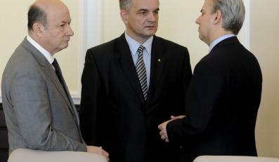 Minister Rostowski, wicepremier Pawlak i minister Grabarczyk