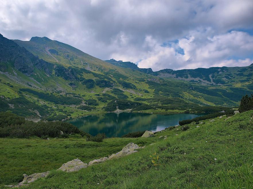 W słowackich Tatrach wiatr zrzucił ze stromizny turystkę