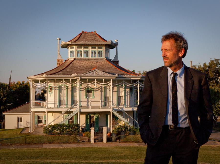 Hugh Laurie gra bluesa