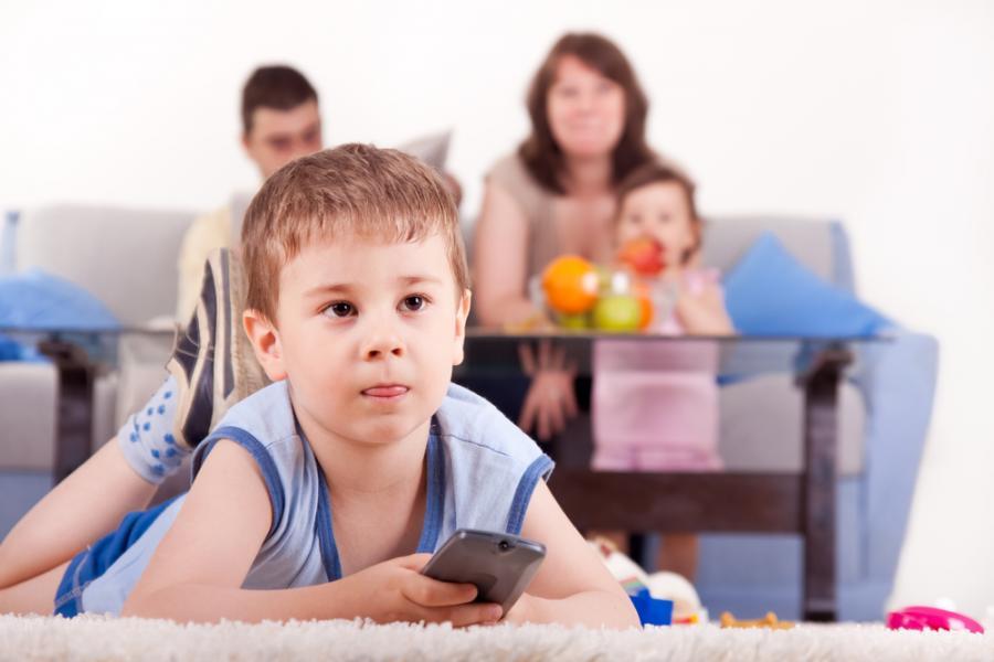 Dzieci spędzają przed telewizorem zdecydowanie zbyt dużo czasu