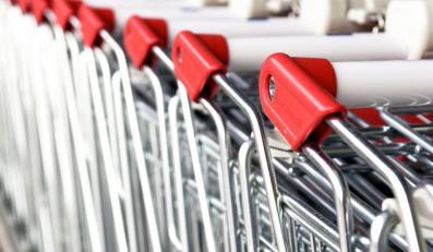 Wózki w hipermarkecie