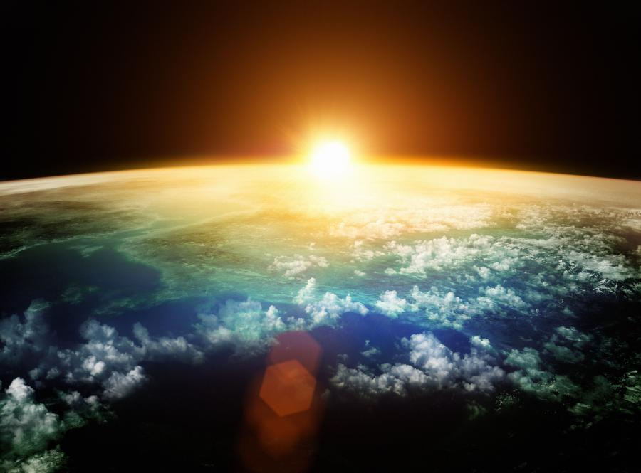 Planeta Ziemia i zachód Słońca