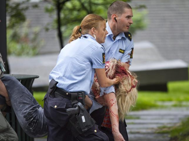 Pomoc rannym po eksplozji w Oslo